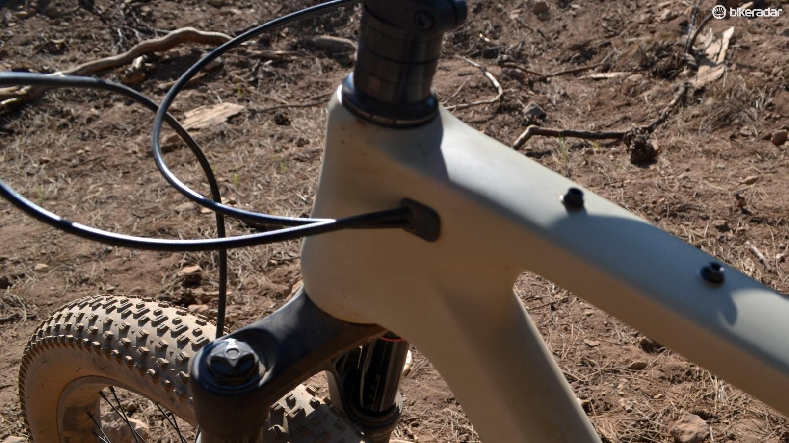 Internal cable routing is nice, but cable rattle could be heard in the frame