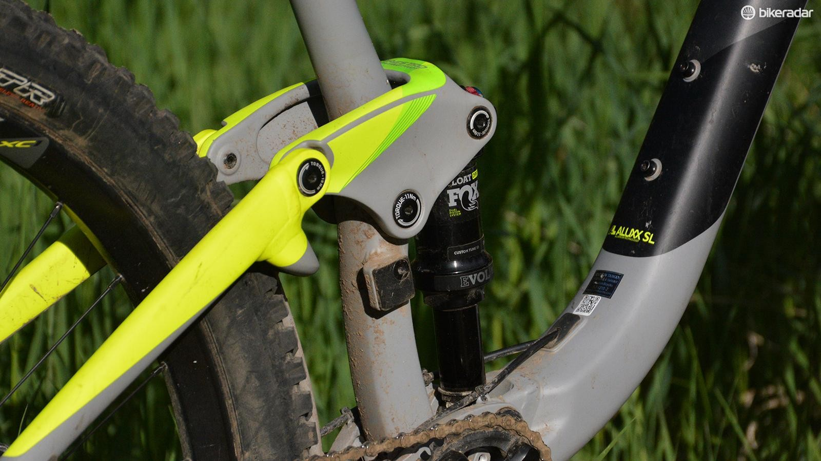 The Trance 2 can use a front derailleur, and a full-size water bottle fits in the main frame