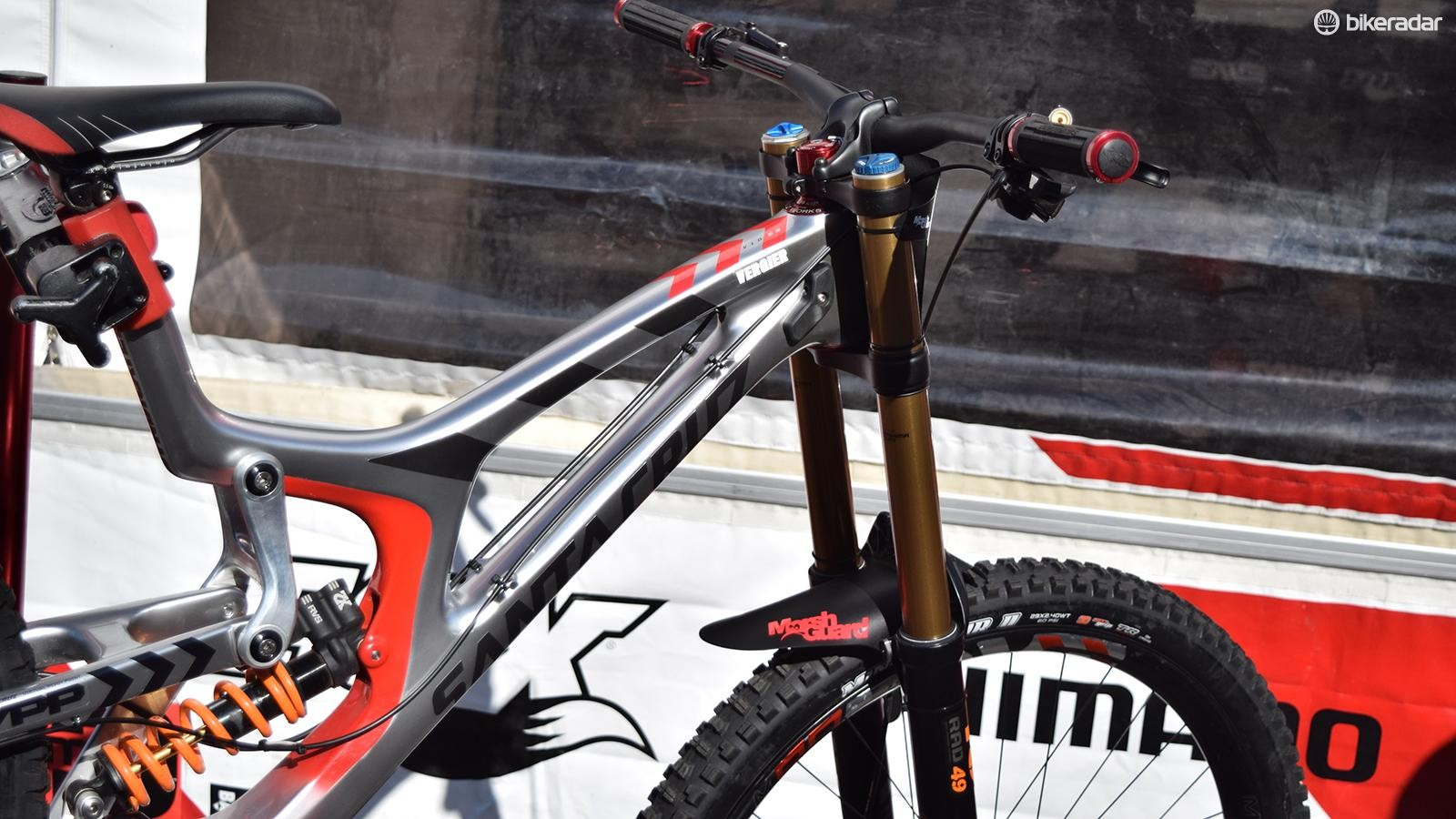 Fox's 49 fork offers 190mm of travel, extra offset and keeps the front end low. Notice how Loris' fork is set far from its minimum height