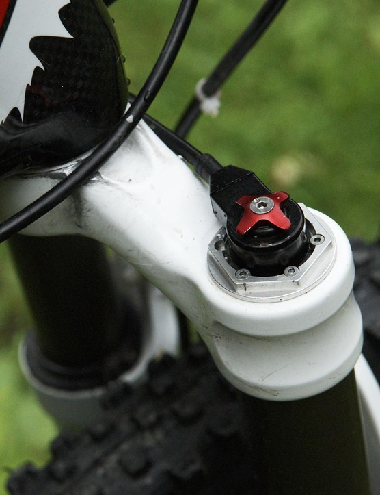 Fox finally offers consumers a handlebar-mounted lockout for 2009.