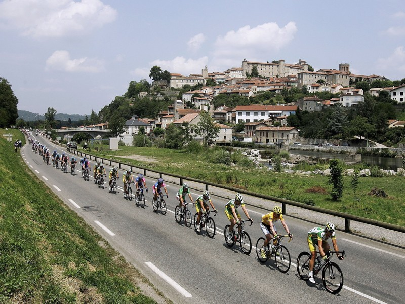 Speeds in the Tour can be very high, over 60km/h on the flat sometimes