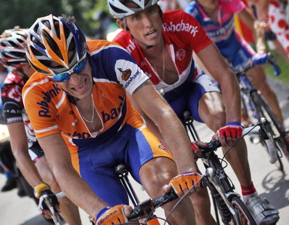 Denis Menchov (l) and teammate Michael Boogerd in the 2006 Tour.