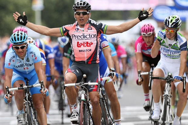 Robbie McEwen wins the first stage in Canterbury