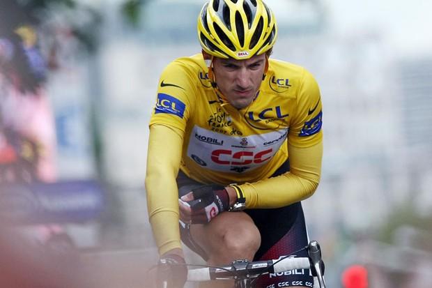 Fabian Cancellara limps home after crashing in the final three kilometres