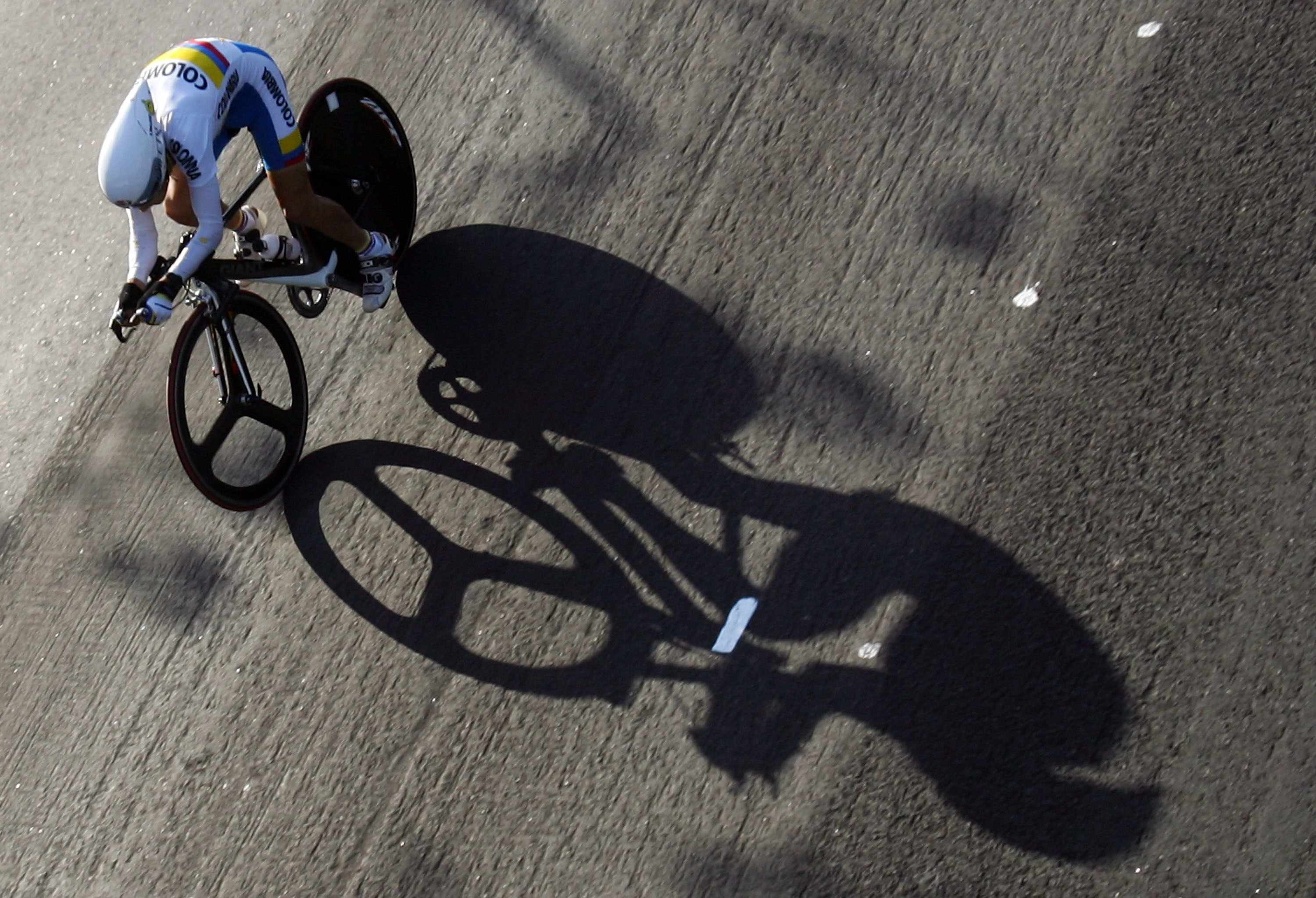 RIO DE JANEIRO, BRAZIL - JULY 15:  Santiago Botero of Columbia competes in the Men's Individual Time Trial Road Cycling Final during the 2007 Pan American Games at the Parque de Flemengo July 15, 2007 in Rio de Janeiro, Brazil.  (Photo by Jeff Gross/Getty Images)