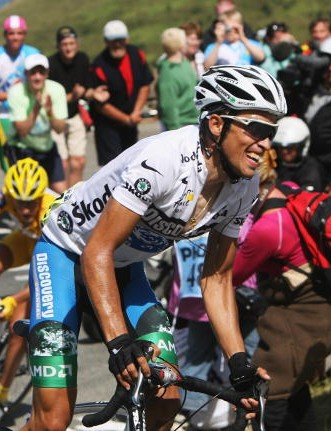 Alberto Contador putting the hammer down on stage 15 of the 2007 Tour.