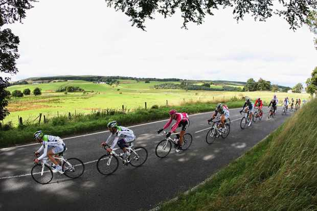 GLASGOW, UNITED KINGDOM - SEPTEMBER 15:  The peloton make their way through the Scottish Countryside on Stage Six of the Tour of Britain from Dumfries to Glasgow on September 15, 2007 in Glasgow, England.  (Photo by Bryn Lennon/Getty Images)