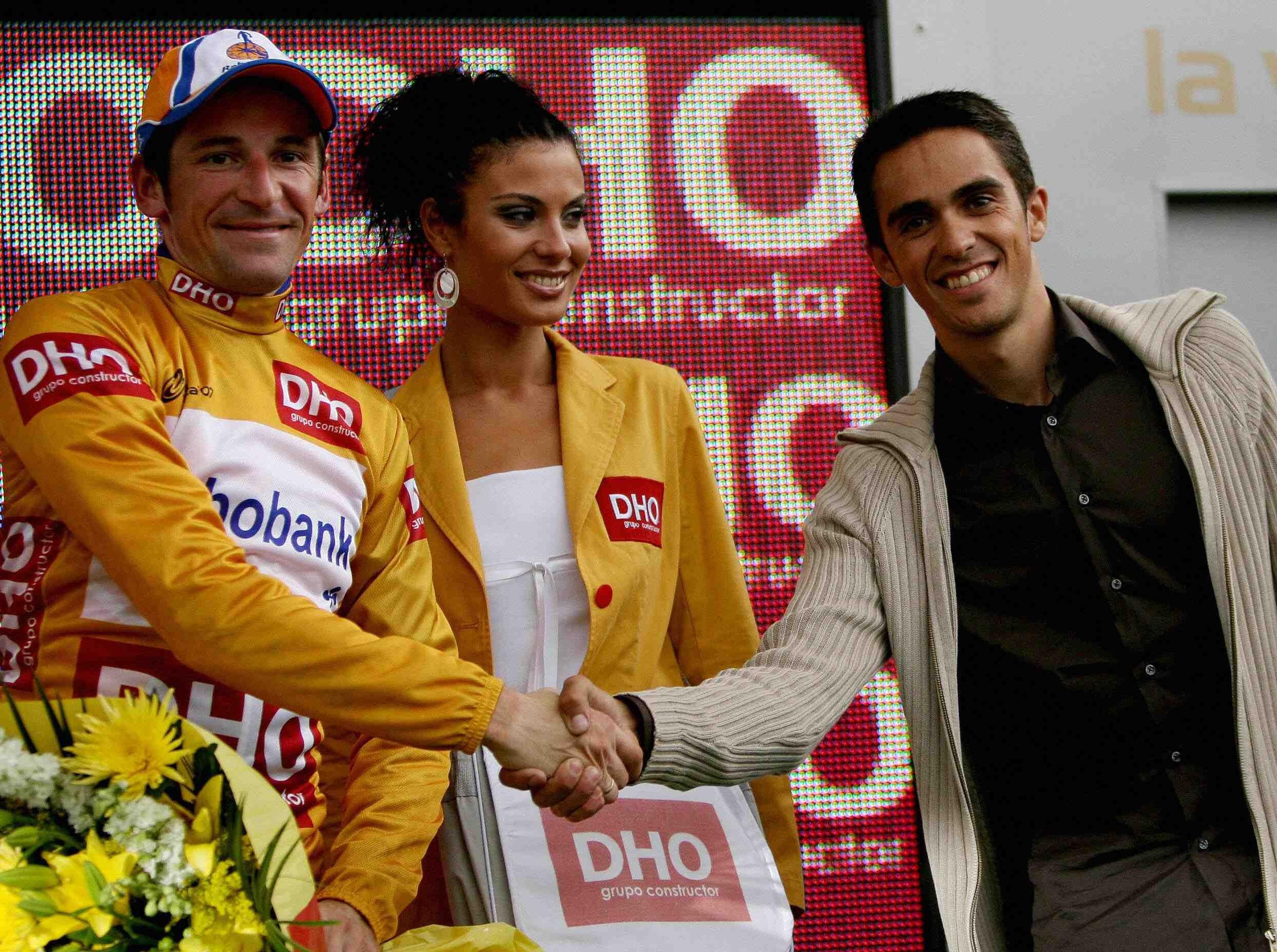 Vuelta winner Denis Menchov (L) receives a transfer of Tour-winning power from Alberto Contador.