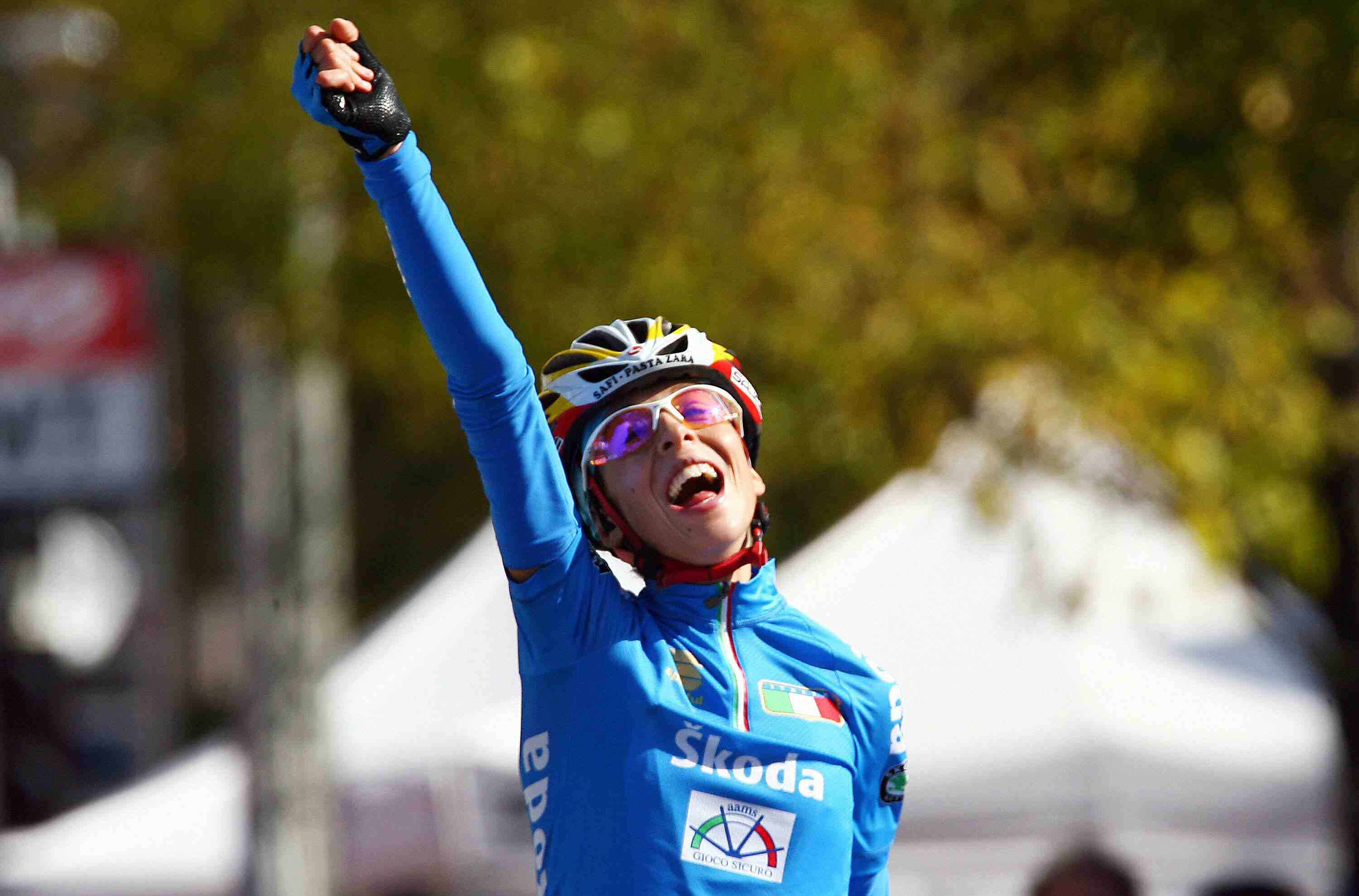 Italy's Marta Bastianelli celebrates her victory in the women road race during the 2007 UCI Road World Championships in Stuttgart.