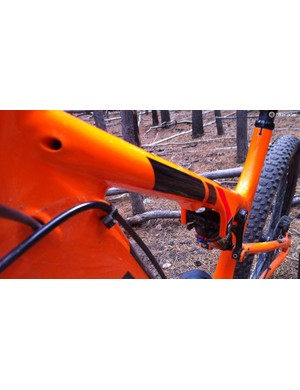 Cable routing is internal, except for the rear hydraulic brake line