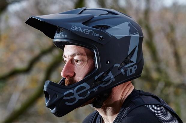 7iDP's M1 full-face helmet