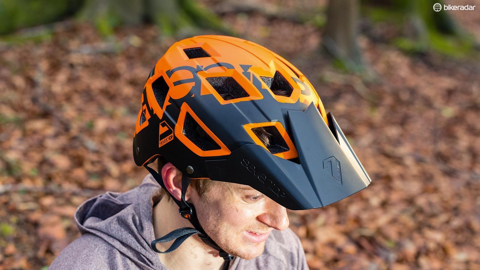 7iDP's M5 helmet