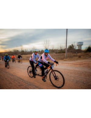 Gravel racing pro-tip: be sure you really like your tandem teammate