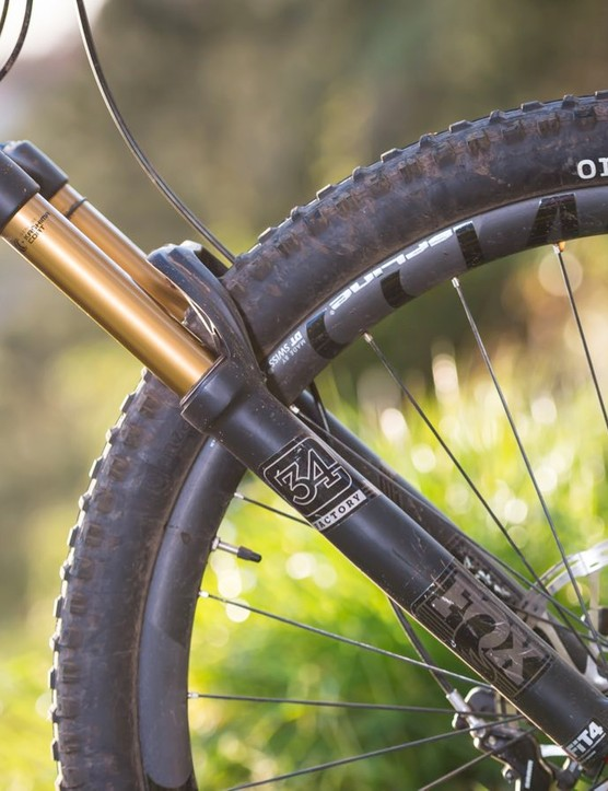 Fox's 34 Float Factory fork features the new FIT4 damper which now has some low speed compression adjustment when in the open mode