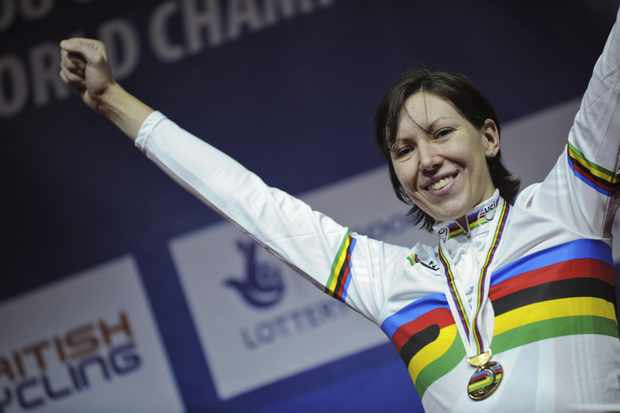 Rebecca Romero celebrates her win in the women's individual pursuit