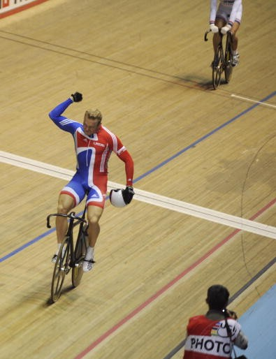 Chris Hoy pumps his fast after winning in Manchester Friday.