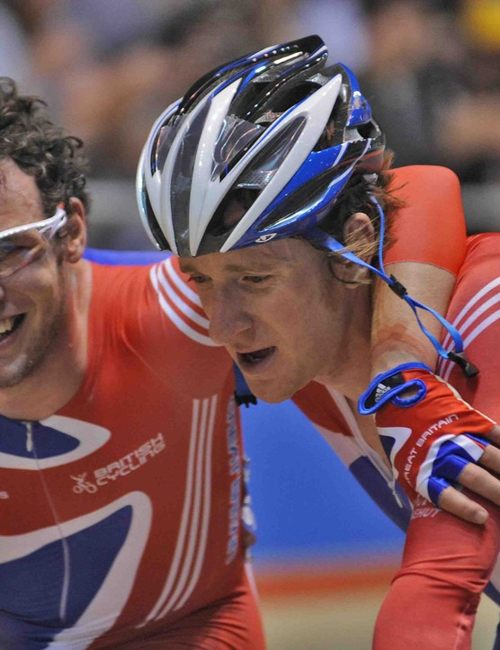 Mark Cavendish (L) and Bradley Wiggins take gold in the men's Madison in Manchester.