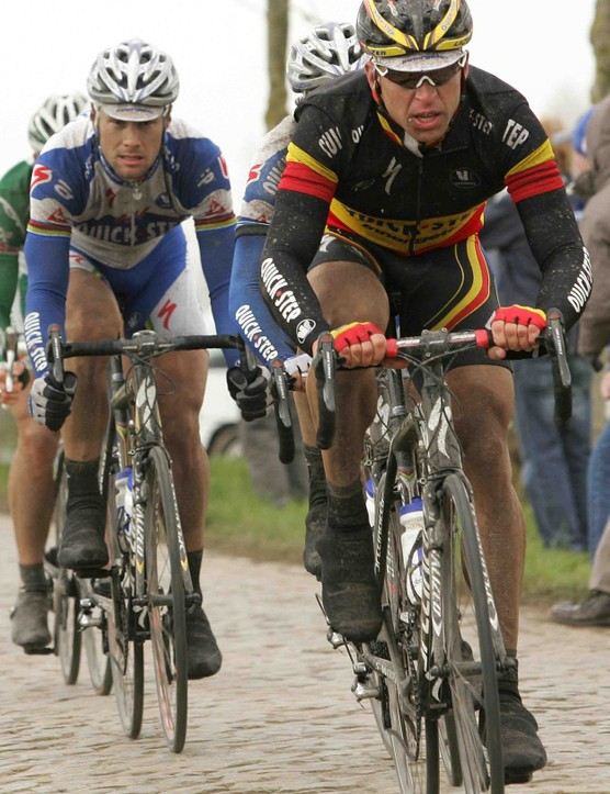 Devolder (R) ratcheting up for victory in the '08 Tour of Flanders.