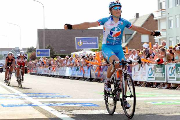 France's Pierrick Fedrigo celebrates as he crosses the finish line of the fourth stage of the Four days to Dunkirk cycling race, on May 9, 2008.