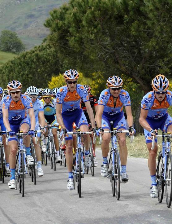 Team Slipstream leads Giro leader Christian Vande Velde (L - in pink) during Stage 2.