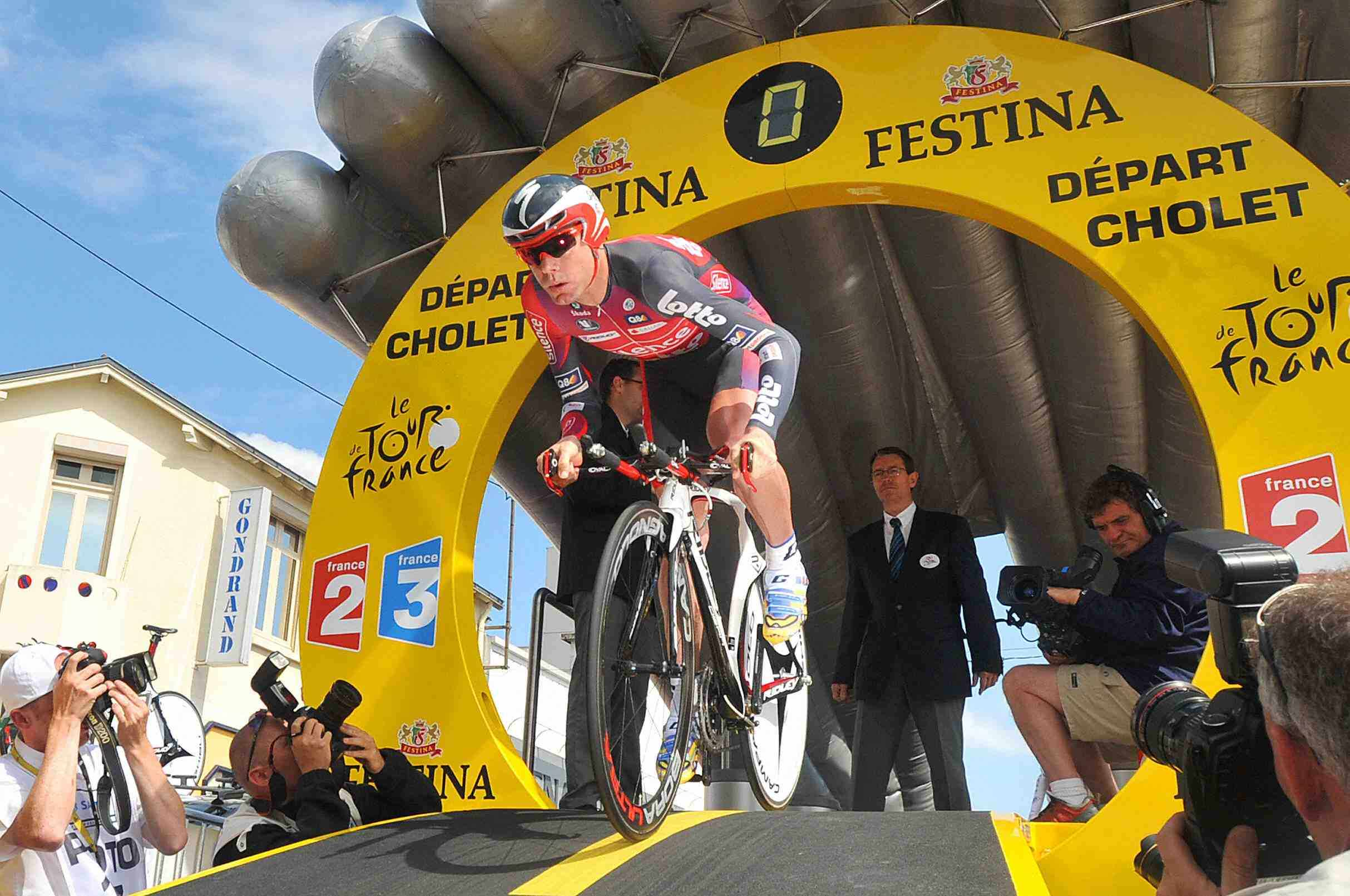 Cadel Evans stamped his authority on the Tour Tuesday.