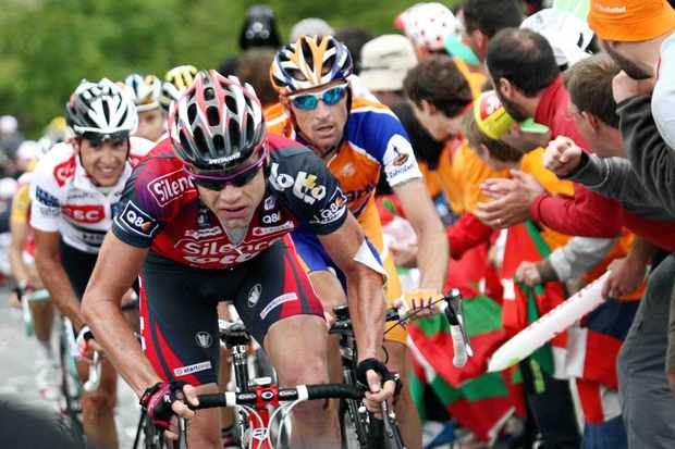 Denis Menchov (R) is the real threat in the Tour, says Cadel Evans (C).