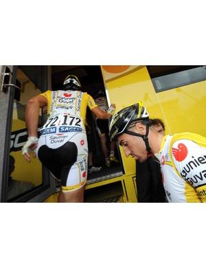 Saunier Duval Scott riders David de la Fuente and Rubens Bertogliati abandon the Tour before Stage 12.