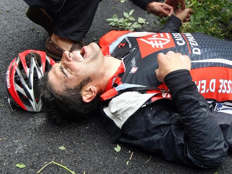 Oscar Pereiro on the ground after his crash