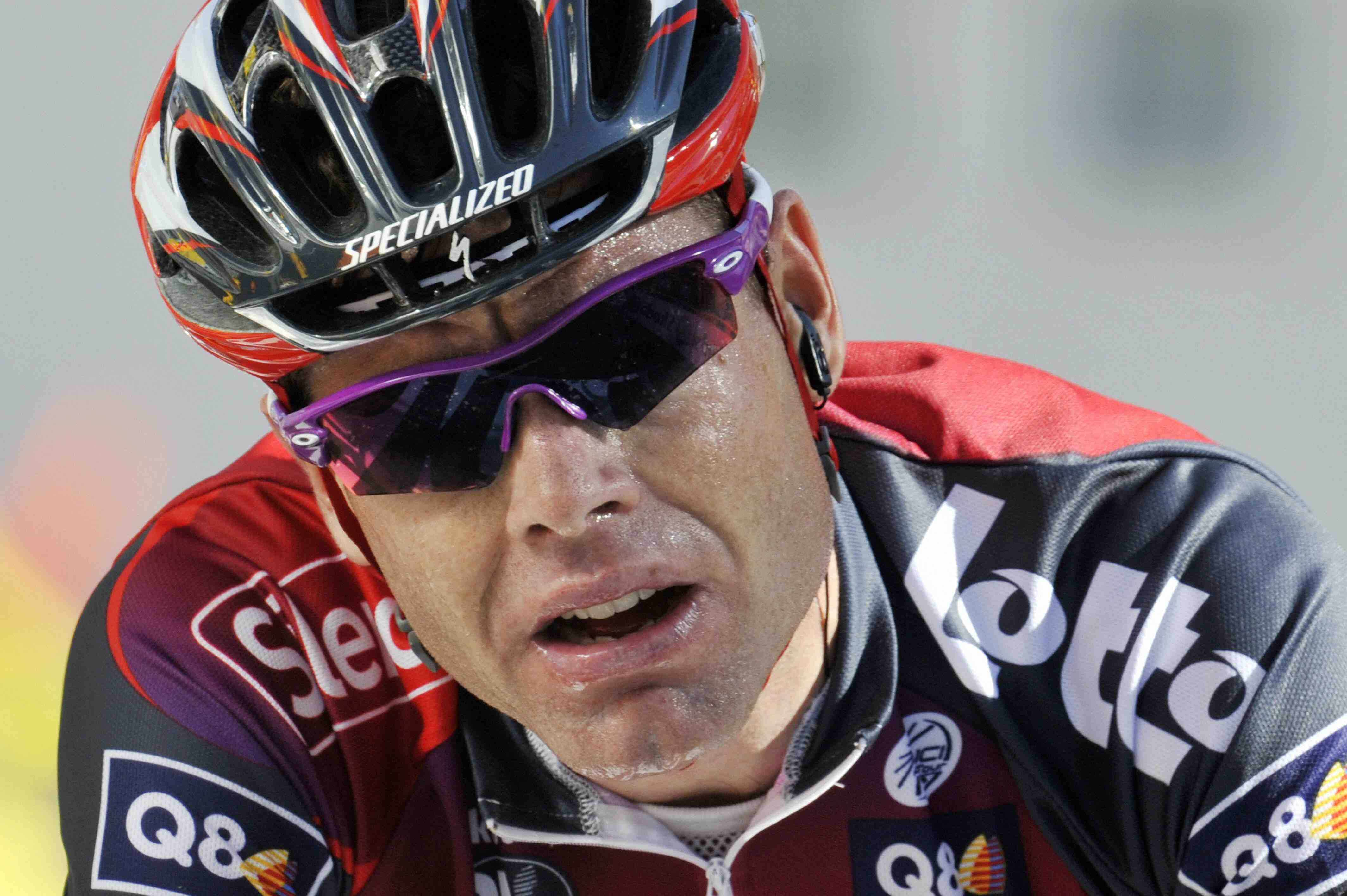 Cadel Evans, thinking about anger management while strolling up Alpe d'Huez.