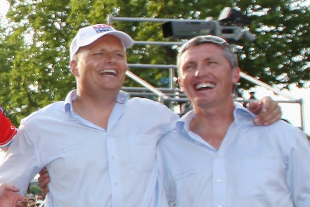 Scott Sunderland (R) with CSC team boss Bjarne Riis at the end of the 2008 Tour de France