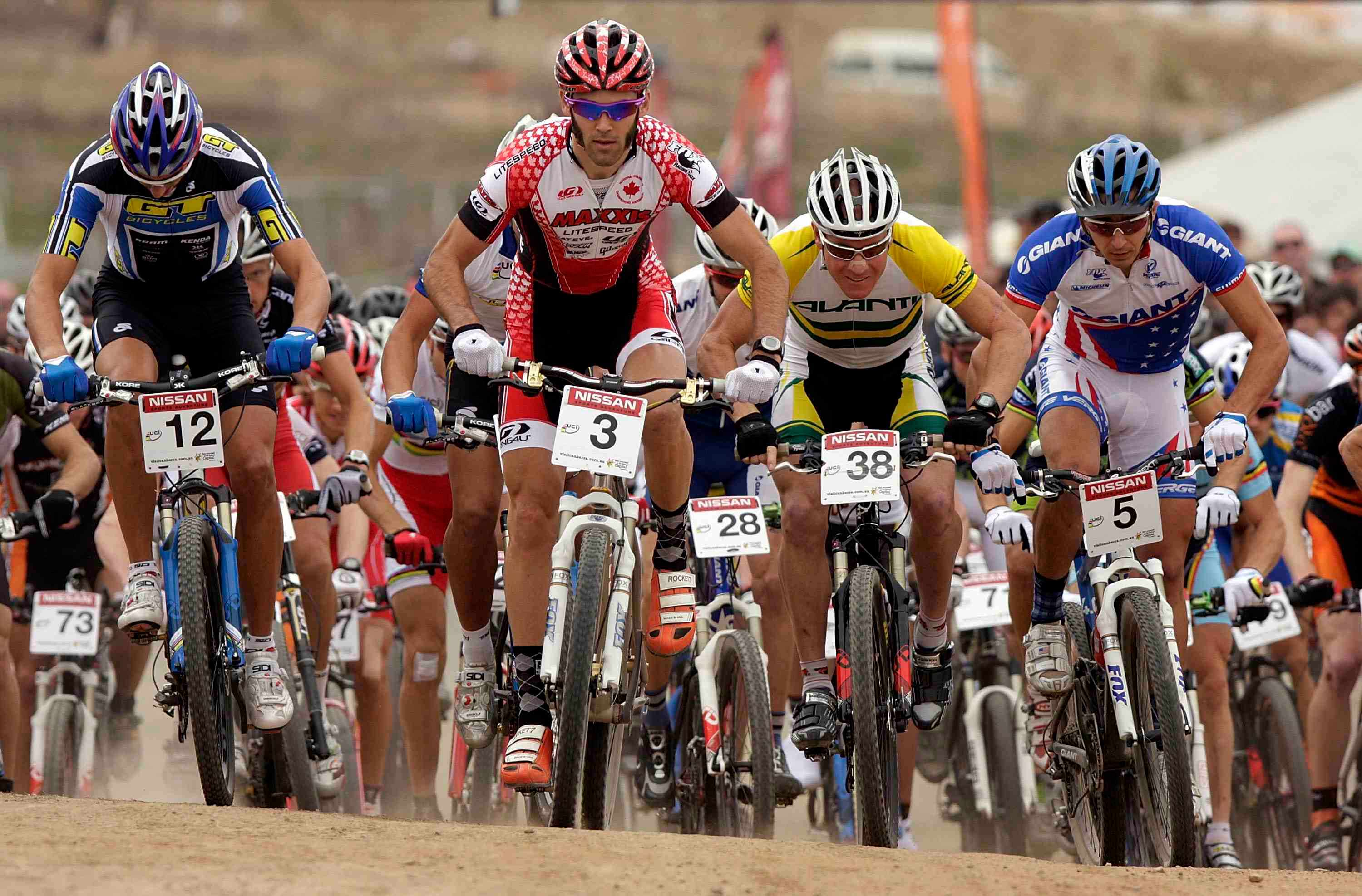Todd Wells (L) will fly the red Specialized colours in 2009.