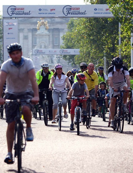The 12km route passed many of London's landmarks, including Buckingham Palace.
