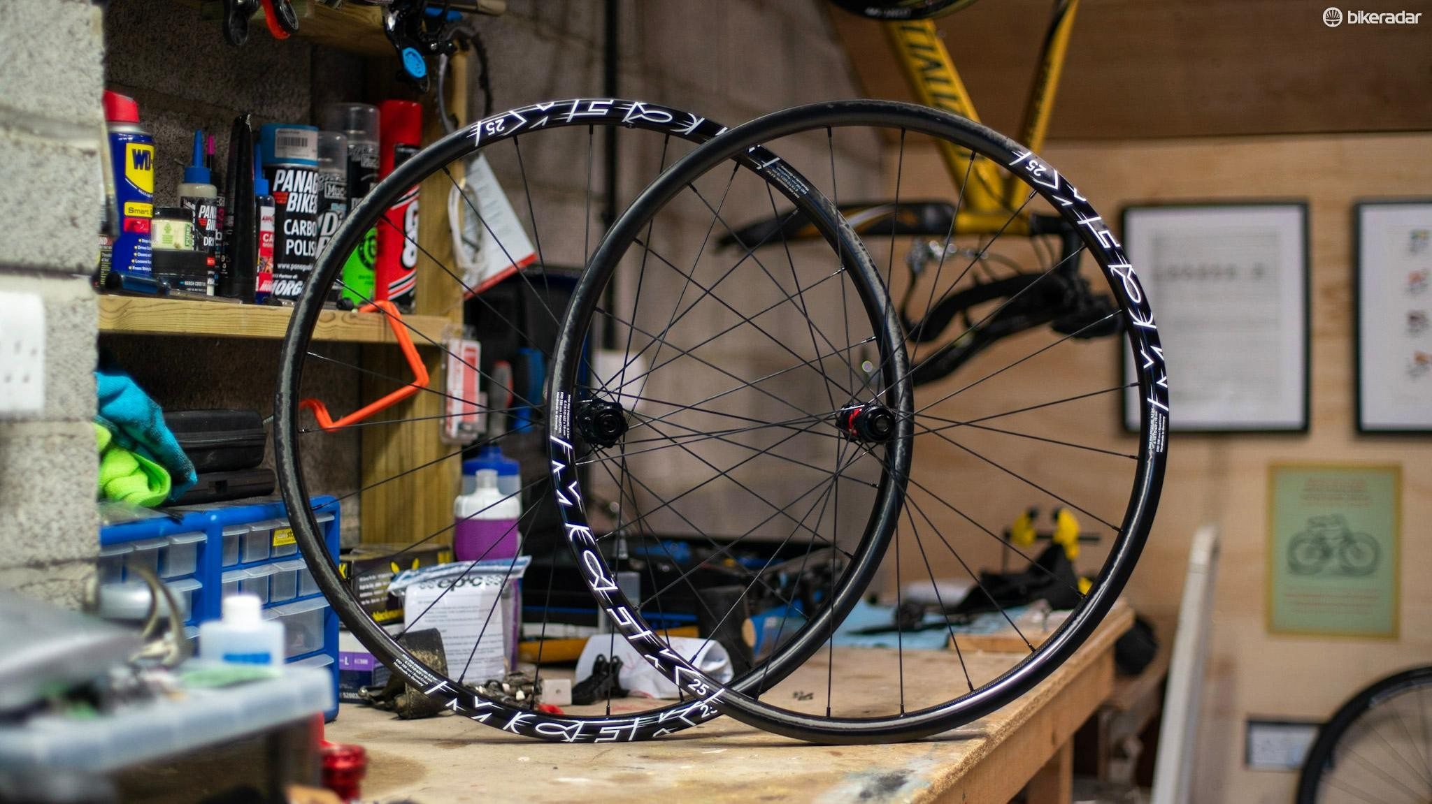 MFCK's 25 wheels have a rim-depth of 25mm and internal width of 18mm. They weigh 1,256g on our scales