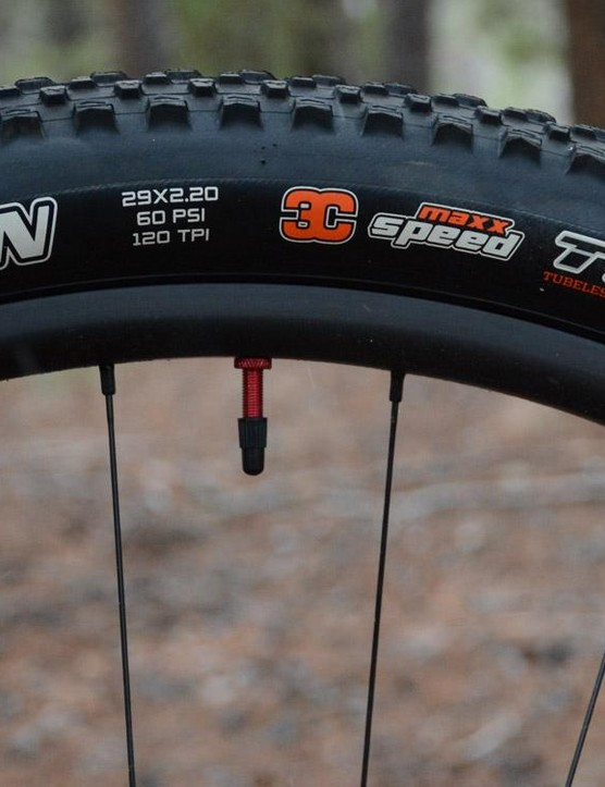 Maxxis Ikon 3C 2.2 inch tires are fitted