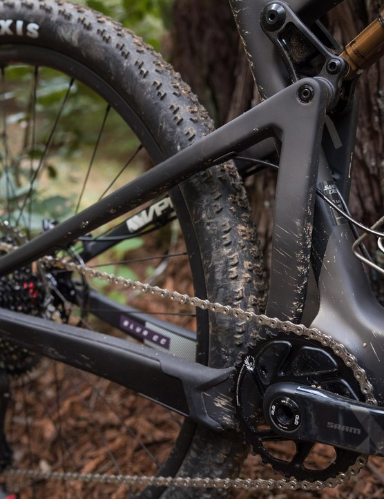 The driveside upright brace bolsters frame stiffness, but precludes the use of a front derailleur