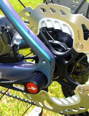 Flat mount disc caliper, 160mm rotor and hidden mudguard mounts too