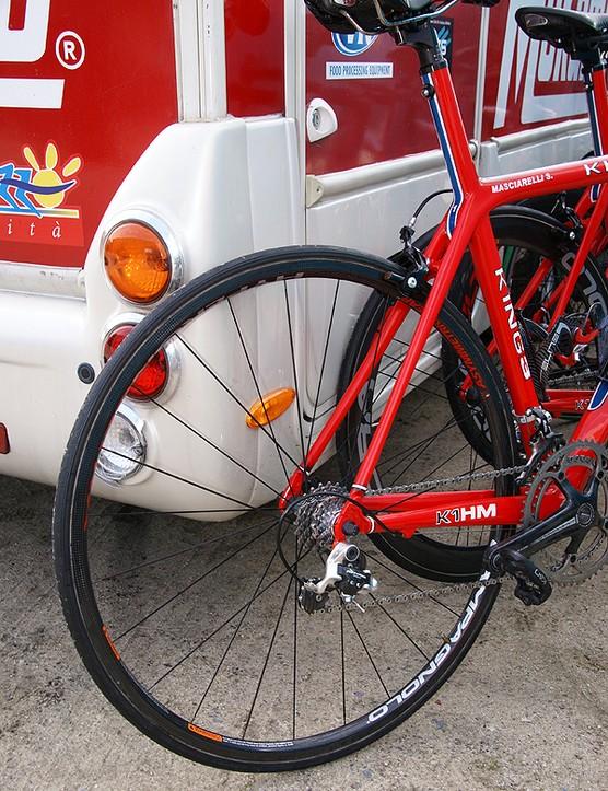 Some Acqua e Sapone riders preferred a more traditional wheel.