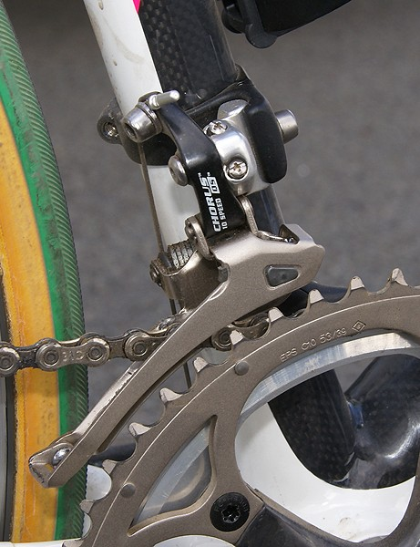 A Chorus front derailleur is used here instead of Record.