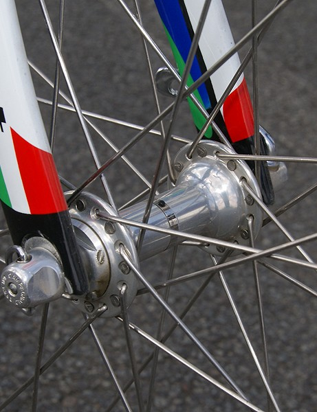 Good old-fashioned 32-hole hand-built wheels with box-section aluminium tubular rims.