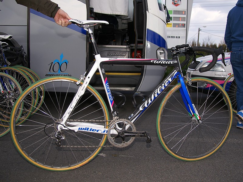 Alessandro Ballan (Lampre) raced Paris-Roubaix with a special machine created just for the cobbles
