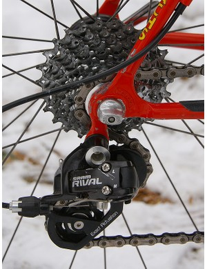 Rear shift performance is fast, precise and robust thanks to a more forgiving cable pull ratio and the unique Exact Actuation derailleur geometry