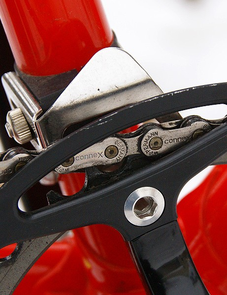 The Wippermann Connex stainless steel chain is held on with a Salsa Crossing Guard and N-Gear Jump Stop