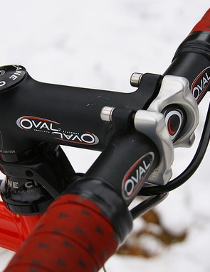 Oval Concepts provides the lightweight and reliable R700 aluminum bar and stem
