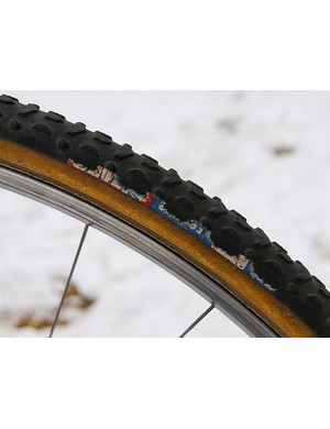 Challenge's Grifo 32 tubular offers a highly versatile tread that works well in a variety of conditions