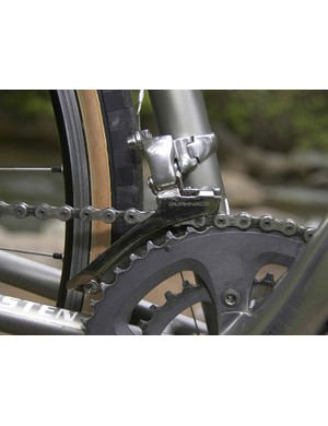 The Dura-Ace name is found on the front derailleurbut the chain is a SRAM PC-1090R with hollow pins.