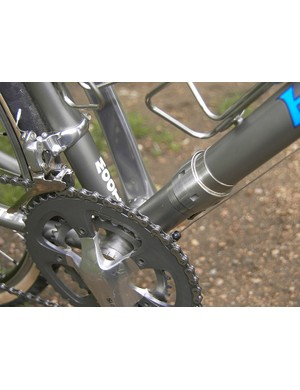 S&S couplings in the down tube and top tube make for easy portability on aeroplanes