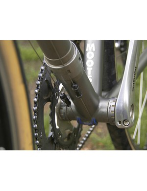 Cable connectors allow the front and rear halves of the bike to fully separate for packing.