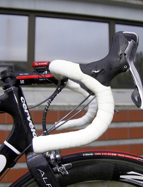 Like many pro riders, Schleck prefers a traditional handlebar bend