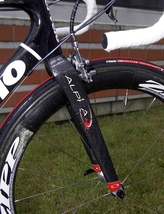 The front end is bolstered by Alpha Q's new GS-40 carbon fork