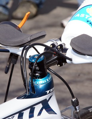 The Trek Equinox TTX also incorporates very neatly tucked away cables.